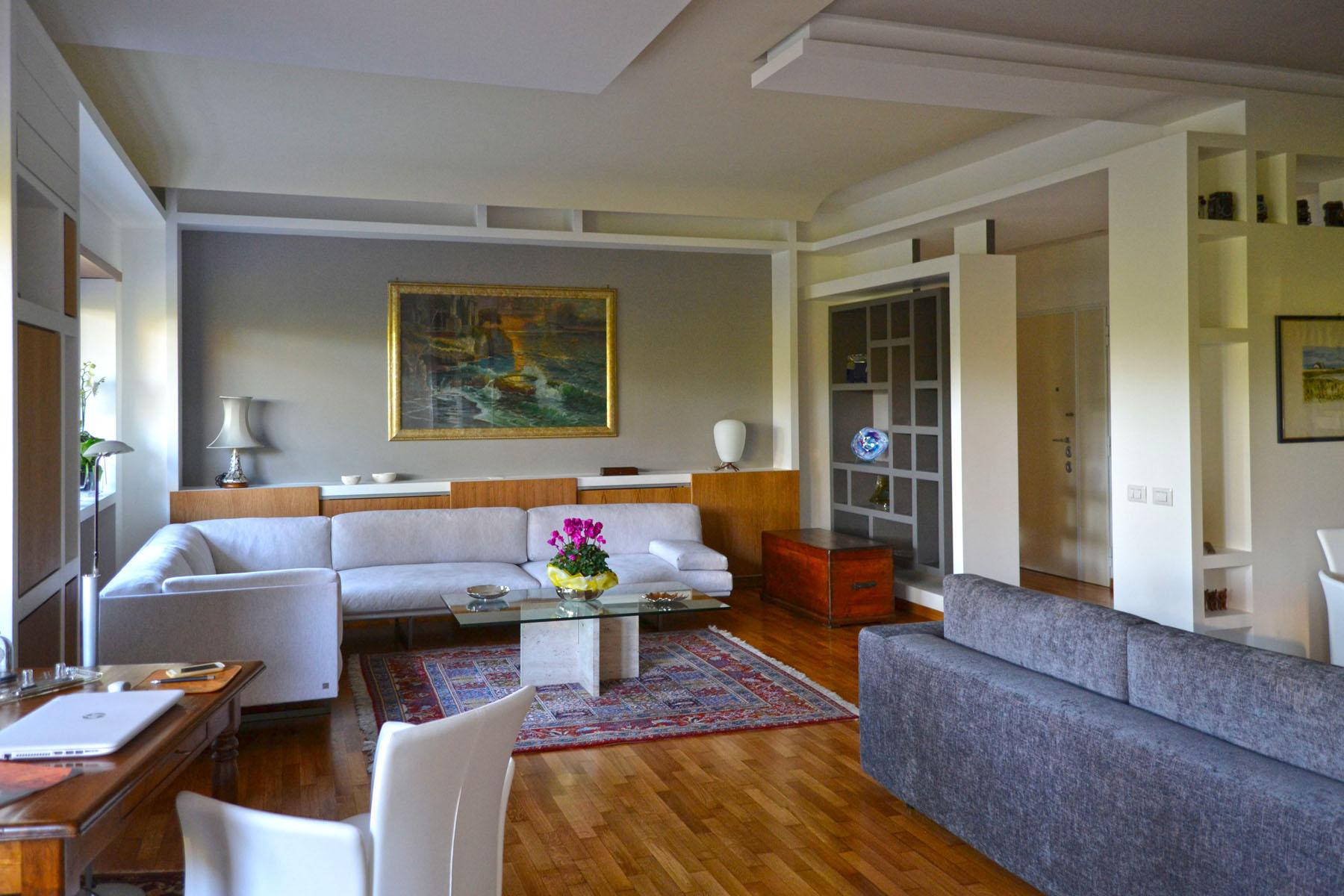fotografia del soggiorno, Geometria e luce sono gli attori principali.