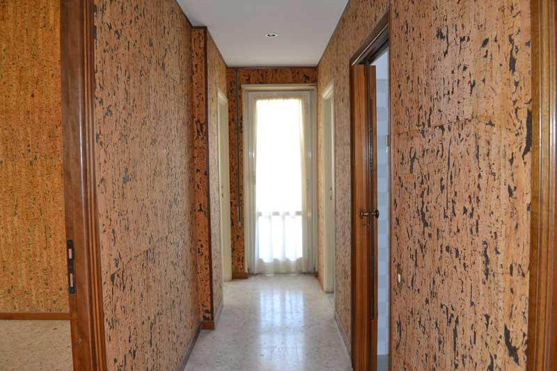 casa AI - prima dei lavori - vista del vecchio corridoio,