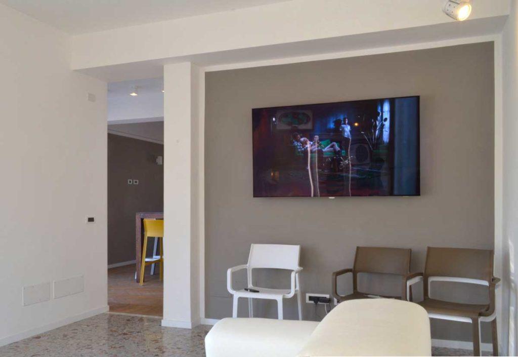 casa-AI-soggiorno parete TV