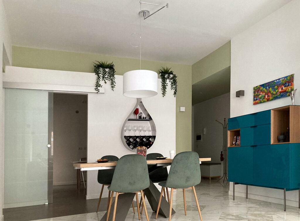 casa EG soggiorno - Due colori definiscono lo spazio e le profondità del living.