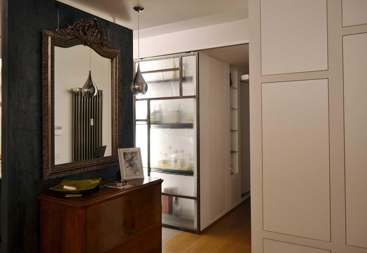 Materiali come cemento, ferro e vetro usati come decoro – Casa F